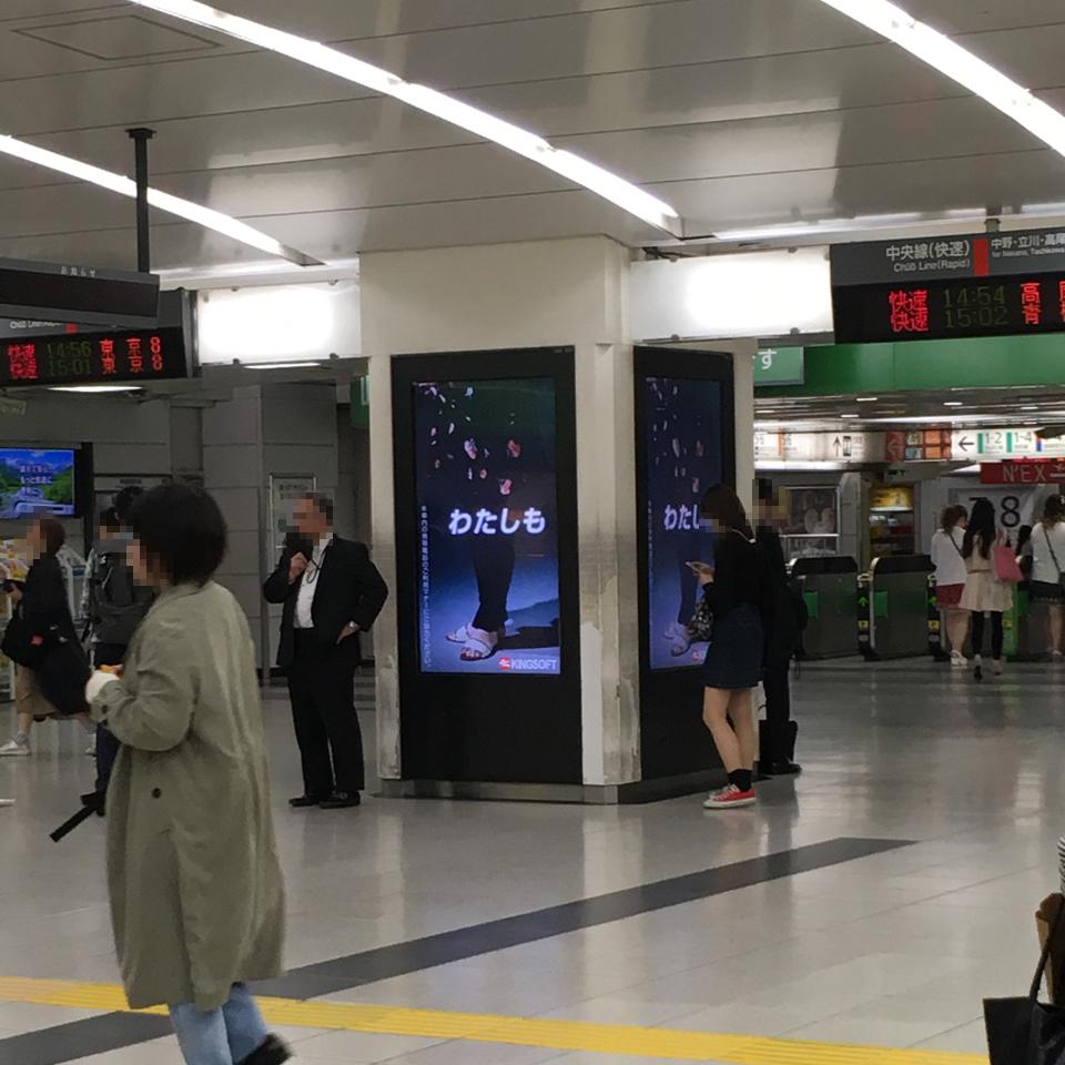 新宿東口ピラーサイネージ